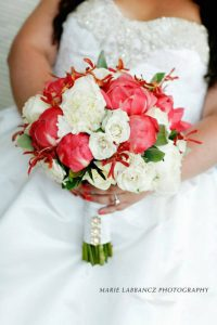 1011889 10151706586594736 1556519058 n 200x300 - Wedding Bouquet and Wedding Flower Trends