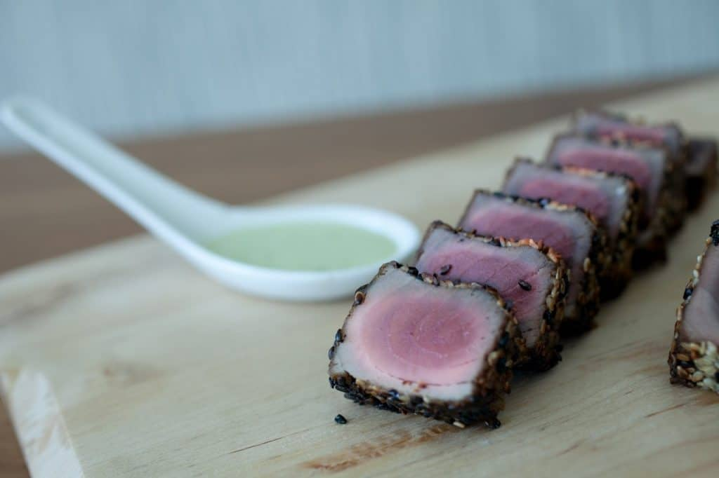 Seared tuna with a wasabi cream sauce 1024x682 - Butlered Hors d'oeuvres